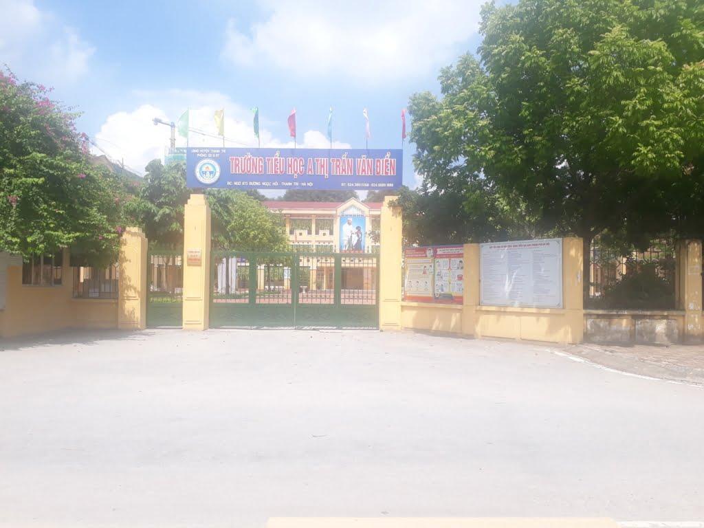 Cổng trường tiểu học A thị trấn Văn Điển